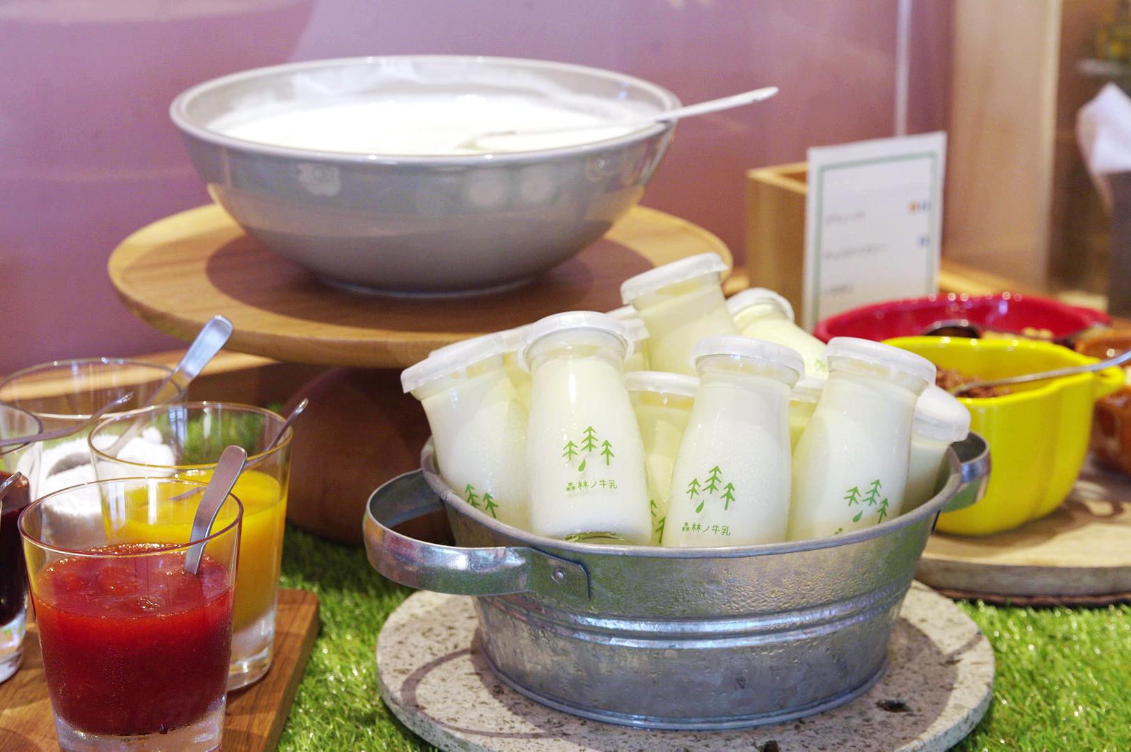 ミルクの自然な甘さが引き立つ、ほんのり温かなホットでも提供しています