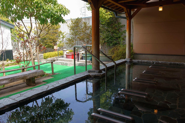 寝湯をはじめ、つぼ湯や瞑想室など様々なお湯が楽しめる