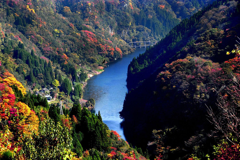 日本では珍しいU字型の渓谷