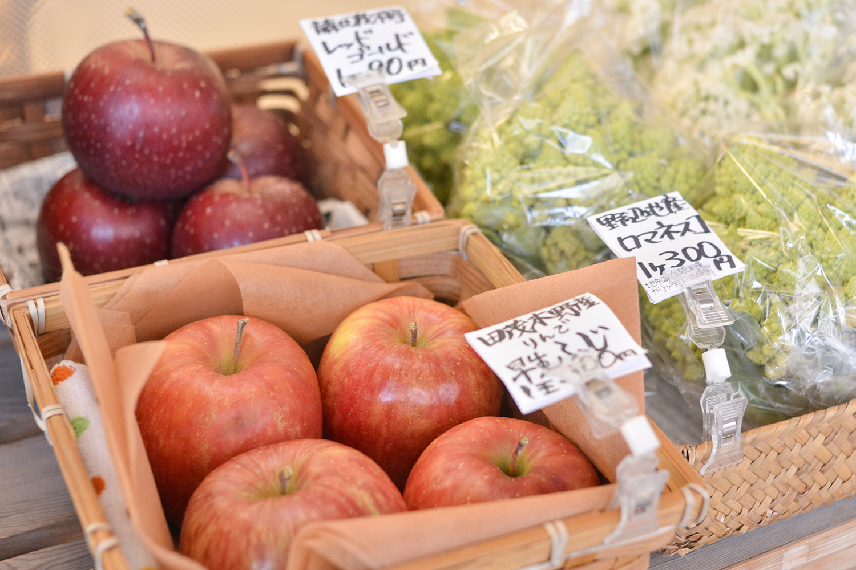 「野菜ソムリエおすすめの野菜」として、県内産、北海道産の野菜を販売