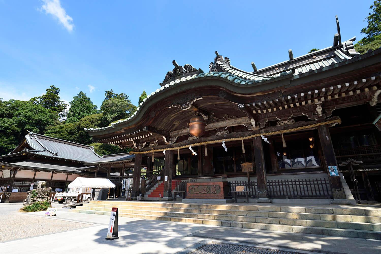 筑波山神社拝殿の大きな鈴は長径108cm重量138kg