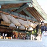 大しめ縄は、出雲大社から50kmほど離れた島根県飯南町で、地元産の稲わらから手作りされたもの