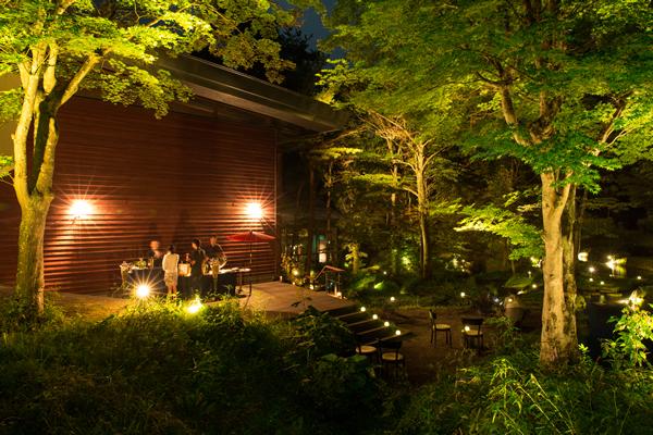 星のや 軽井沢 棚田BAR  先日の「薫り高いお酒サロン」の様子 星のや 軽井沢では、先日の8月