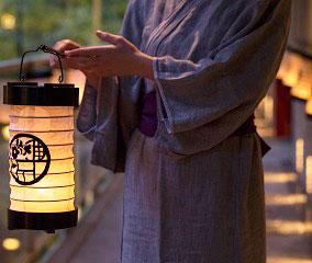 小田原提灯のあかりで過ごす夏の宵