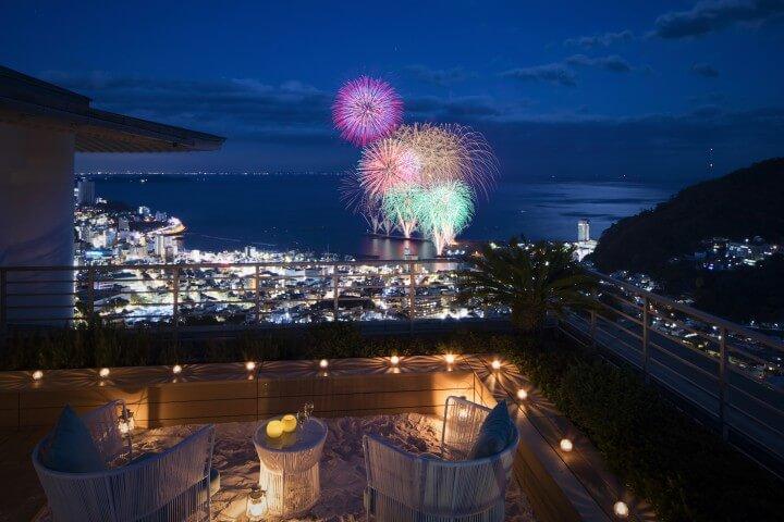 温泉に浸かって花火が楽しめる、 花火と夜景の特等席