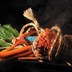 口福を呼び込む「蟹のしめ繩蒸し」