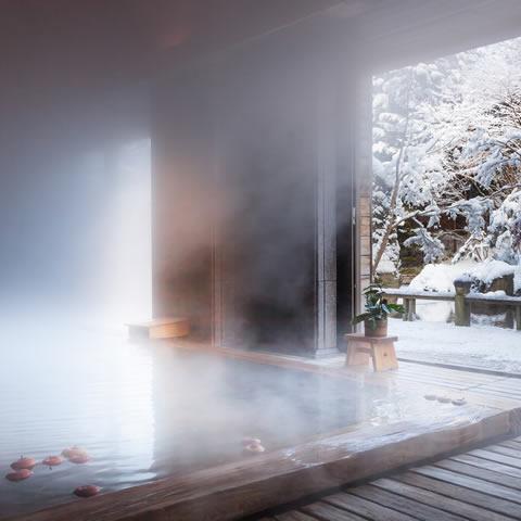 身も心も温まる雪見温泉