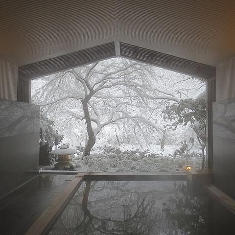 まるで絵画のような雪見風呂