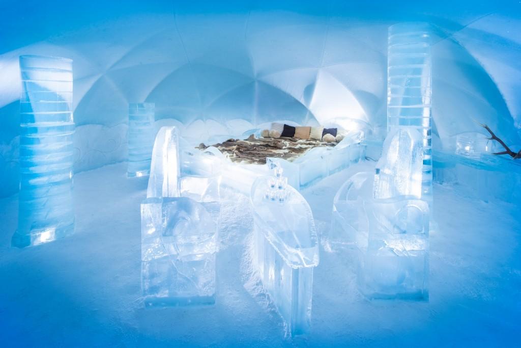 氷の露天風呂付き「氷のホテル」...