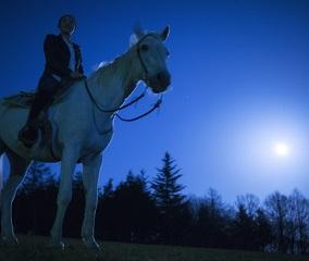 秋の夜長を楽しむ乗馬体験「月光乗馬」
