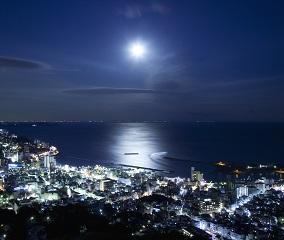 満月の夜は「ムーンロードコンサート」