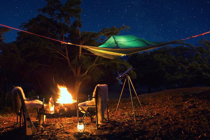 【星のや富士】星降る森の空中テント_全体像_人なし