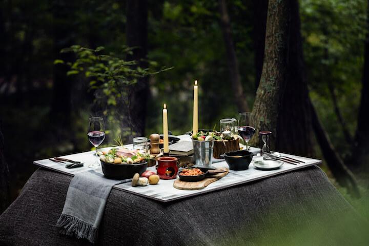 【星のや富士】冬の狩猟肉ディナー_こたつテーブルイメージ
