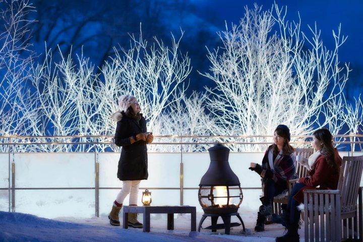 【トマム】霧氷テラス_ライトアップ_女性イメージsmall