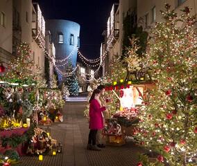 光の街で過ごすクリスマス
