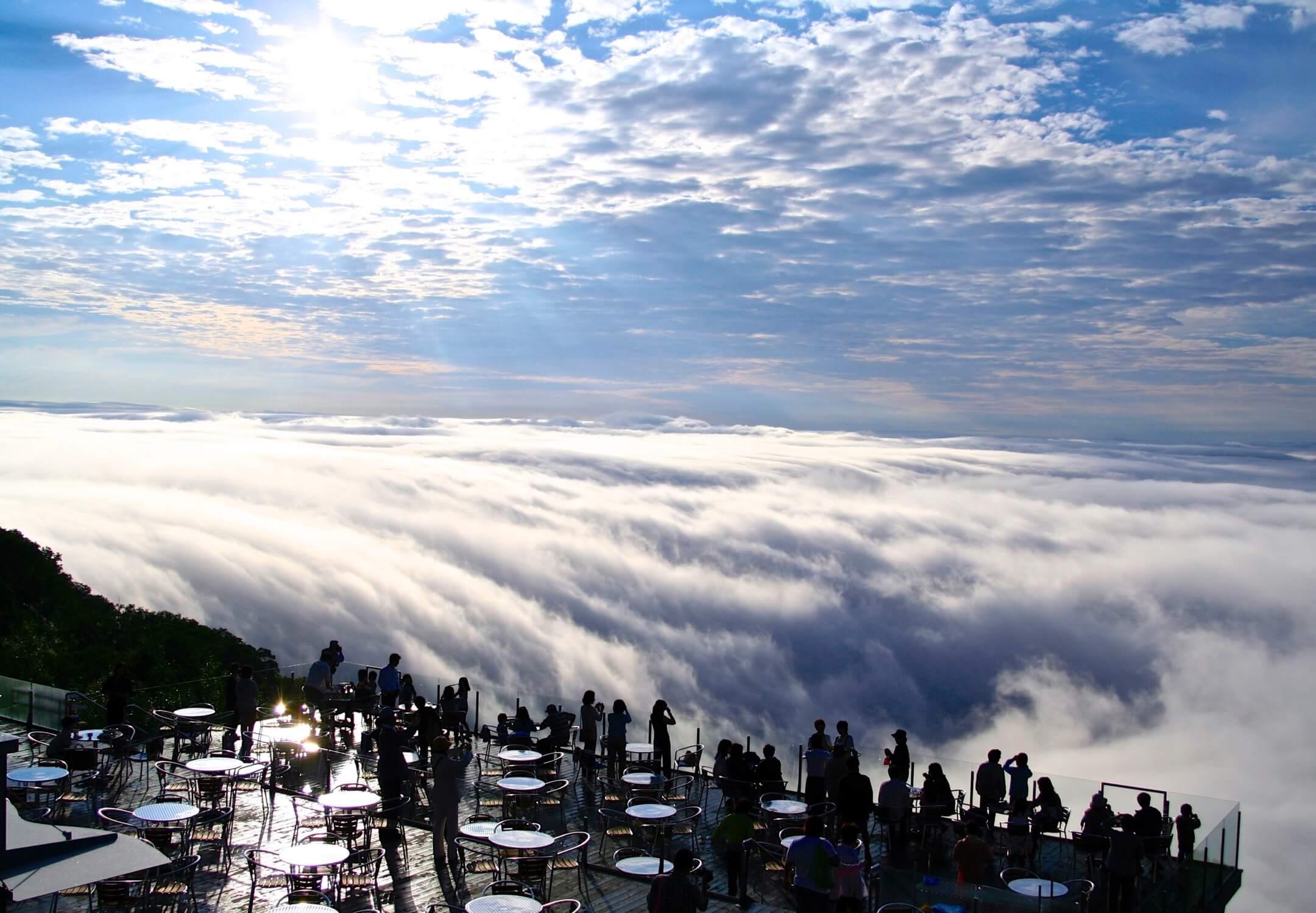 星野リゾート トマム】眼下に広がる絶景を眺める雲の上の特等席 「雲海 ...