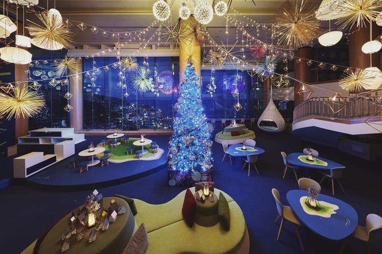 【リゾナーレ熱海】サンタクロースがソーシャルディスタンスをとりプレゼントをお届け!「NO密!花火クリ...